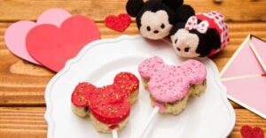 Make These Mickey & Minnie Cookie Dough Crispy Pops With Someone You Love chipandco.com
